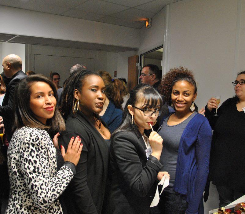 De gauche à droite : Samia, Aurélie, Nadia, Laetitia et Sophie, salariées du SIAO 92