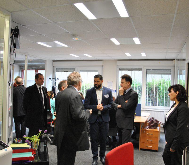 Les bureaux du SIAO Urgence en présence de son Directeur : Malik ZEGGOU, de face et de sa cheffe de service : Dana BORRAS