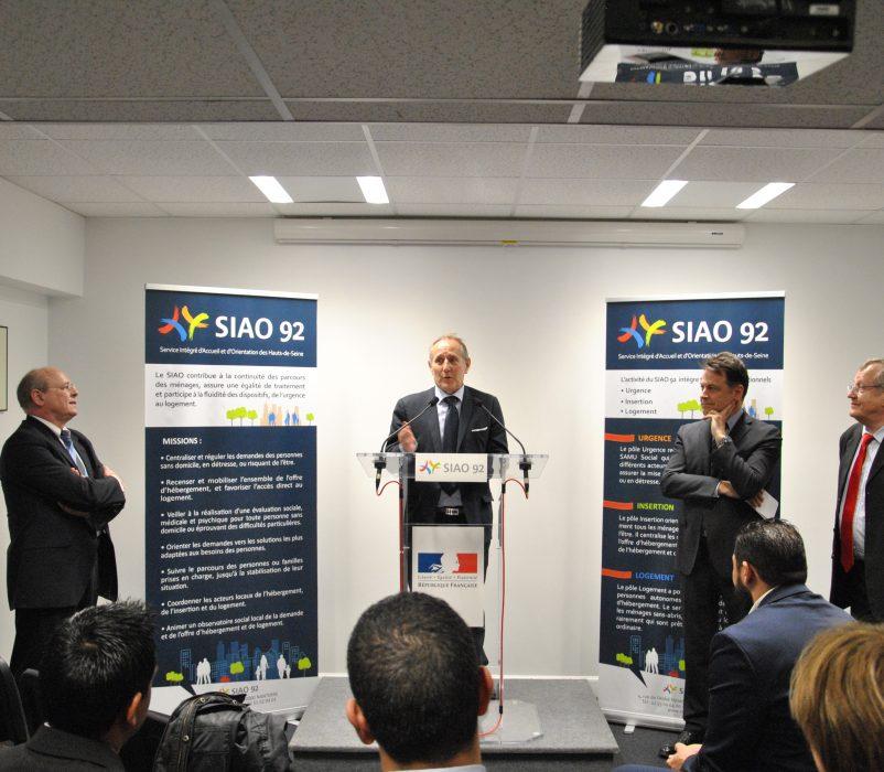 De gauche à droite : Pierre CARLI, Administrateur, Patrick JARRY, Maire de Nanterre, Yann JOUNOT, Préfet des Hauts-de-Seine et Philippe LEMAIRE, Directeur Général du GCSMS SIAO 92